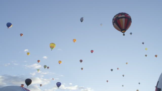 ws shot of hot air balloons flying through sky / albuquerque, new mexico, united states - new mexico bildbanksvideor och videomaterial från bakom kulisserna