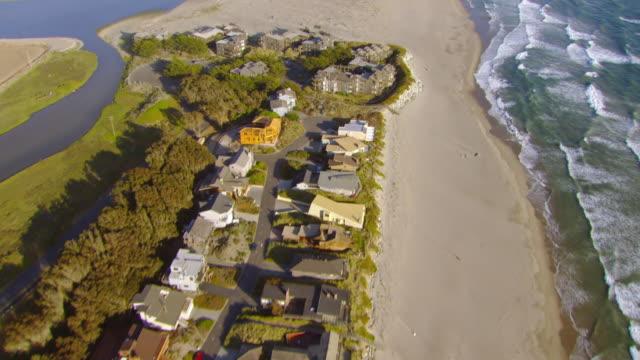 ms aerial shot of houses along coastline of pacific ocean / california, united states - 2007 bildbanksvideor och videomaterial från bakom kulisserna
