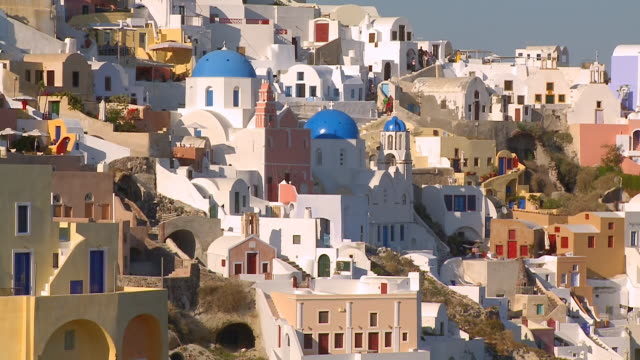 ms zo shot of houses at village oia / santorini, cyclades, greece - oia santorini stock videos and b-roll footage