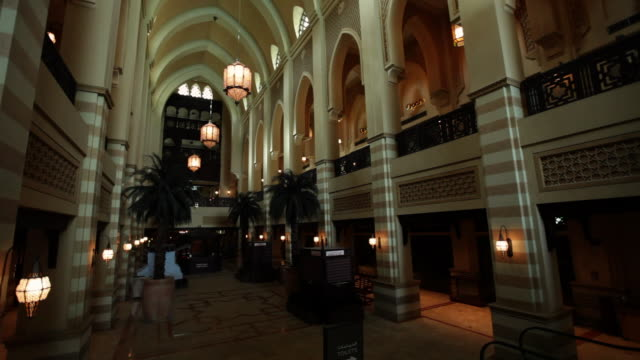 ms zo shot of huge lobby - high arched ceiling / dubai, united arab emirates - lobby stock videos & royalty-free footage