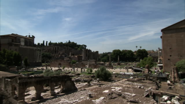 ms pan shot of imperial fora (fori imperial) / roma, italia - ancient rome stock videos & royalty-free footage