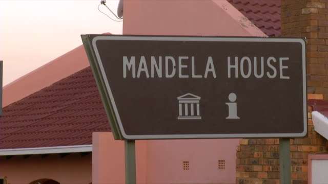 cu shot of information sign post for mandela house / soweto, gauteng, south africa - soweto stock videos and b-roll footage