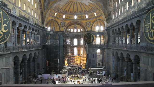 vidéos et rushes de ms shot of inside of basilique sainte-sophie / istanbul, turkey - religion