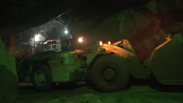ms shot of inside of mine / serra pelada, para, brazil - bulldozer stock videos and b-roll footage