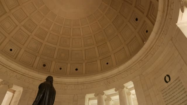 vidéos et rushes de shot of interior dome biofilm / mold problem clips of thomas jefferson mold issue shots of mold overtaking jefferson memorial structures - jefferson memorial