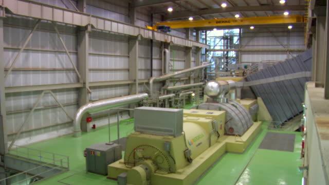 ms shot of interior of combined power plant and its machinery / villaseca de la sagra, toledo, spain - 発電所点の映像素材/bロール