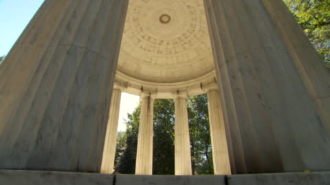 ms tu shot of interior of district of columbia war memorial with trees surrounding and natural lighting / washington, district of columbia, united states - memorial video stock e b–roll
