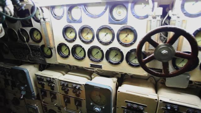 cu pan shot of interior of ins kurusura submarine museum / visakhapatnam, andhra pradesh, india - 測定器点の映像素材/bロール