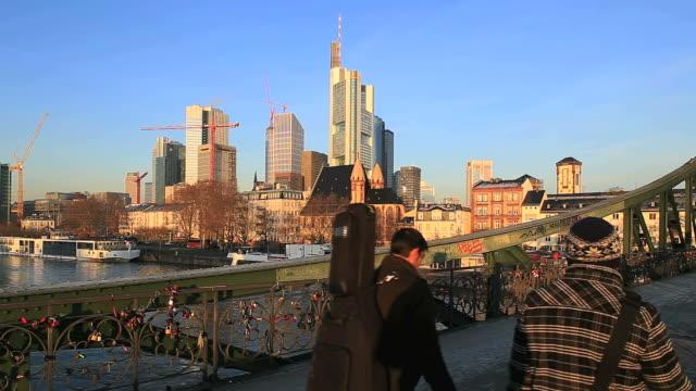 ws shot of iron bridge (eiserner steg) at main river with cityscape / frankfurt, main, hesse, germany - frankfurt main stock videos and b-roll footage