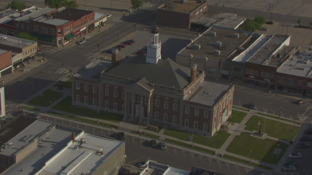 ms aerial ts shot of jackson county courthouse / independence, missouri, united states - missouri stock videos and b-roll footage
