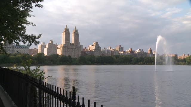 ms shot of jacqueline onassis reservoir in central park / new york, new york, united states - central park reservoir stock videos and b-roll footage