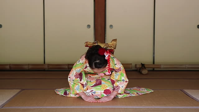 ms shot of japanese woman with kimono bowing, japanese style sitting on tatami floor / yamaguchi, yamaguchi prefecture, japan  - inchinarsi video stock e b–roll