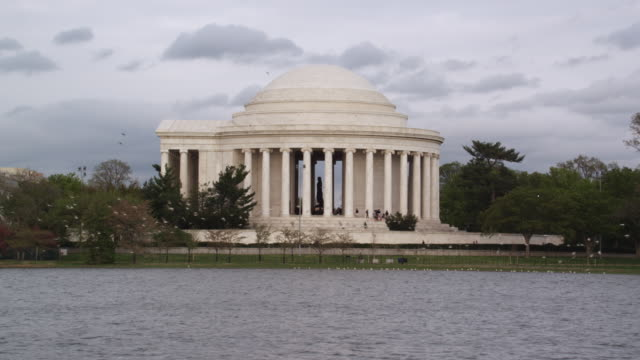 ws shot of jefferson memorial building near river / washington, district of columbia, united states - jefferson memorial stock videos & royalty-free footage