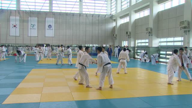 ms pan shot of judo team training / seoul, seoul, south korea - 柔道点の映像素材/bロール