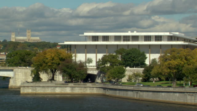 ws zo zi shot of kennedy center building with traffic on rock creek parkway and potomac river / washington, district of columbia, united states - columbia center stock videos & royalty-free footage