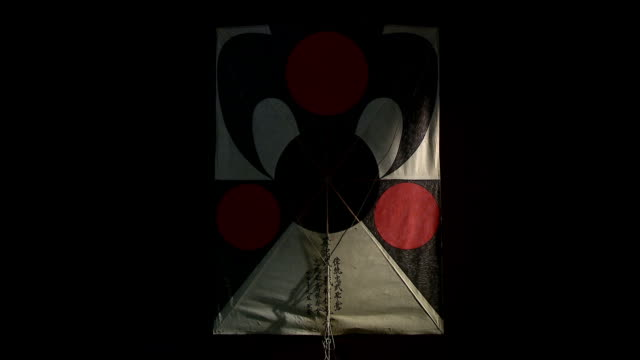vidéos et rushes de shot of kite in black background - art et artisanat