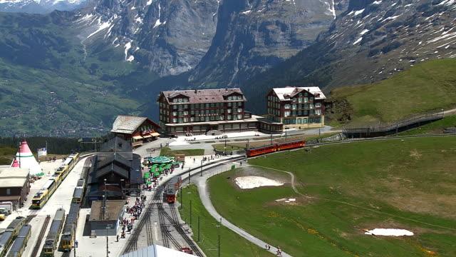 ws ha shot of kleine scheidegg, bernese alps / grindelwald, bernese oberland, switzerland - bernese alps stock videos & royalty-free footage