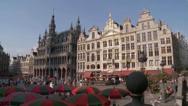 MS Shot of La Grand Place UNESCO world heritage with La maison du Roi / Brussels, Brussels Capital Region, Belgium