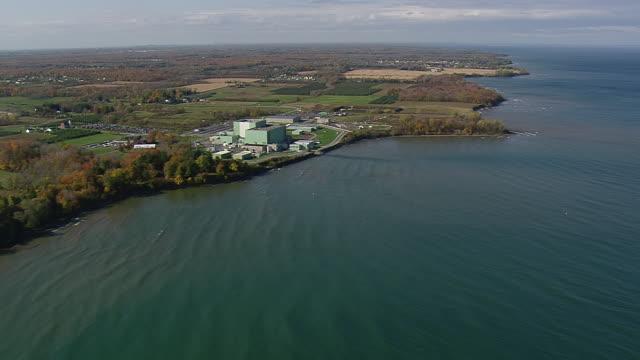 stockvideo's en b-roll-footage met ws aerial shot of lake ontario shoreline / new york, united states - ontariomeer