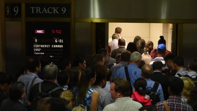 stockvideo's en b-roll-footage met shot of large crowd of people as they descend onto boarding track 9 on the nj transit side of new york penn station in new york ny in june 20 2017 - new york city penn station