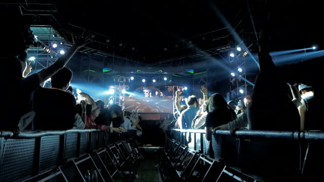 stockvideo's en b-roll-footage met shot of large group of excited people at the concert - oost aziatische cultuur