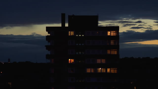 vidéos et rushes de ms t/l shot of lights in windows of block of flats at night / london, united kingdom  - nuit