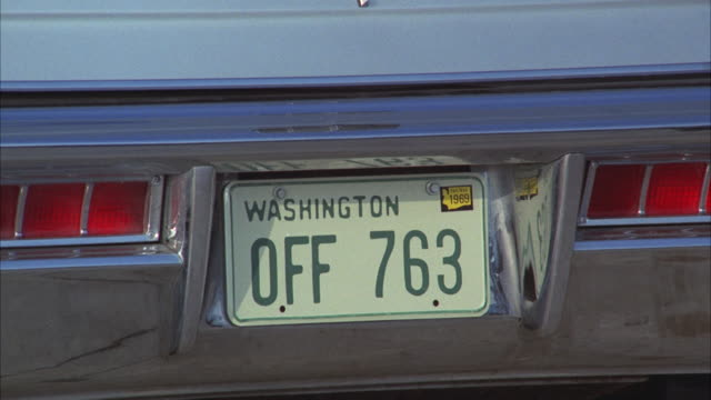 stockvideo's en b-roll-footage met cu zo shot of lincoln car with washington plates at airport parking - bumper