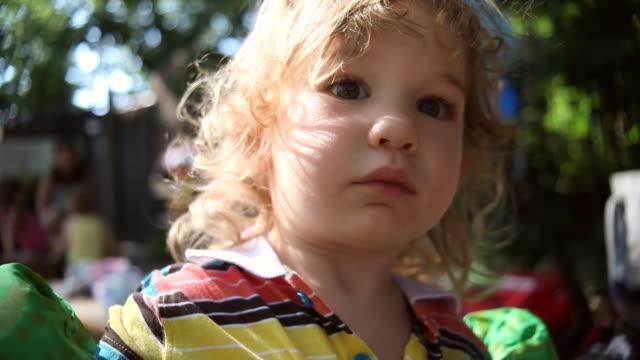 cu shot of little boy in floaties at birthday party / montezuma, punteranes, costa rica - schwimmflügel stock-videos und b-roll-filmmaterial