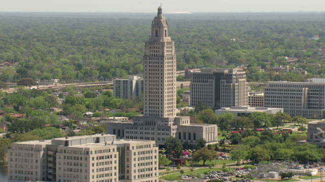 ws aerial ts shot of louisiana state capitol building / baton rouge, louisiana, united states - baton rouge stock-videos und b-roll-filmmaterial