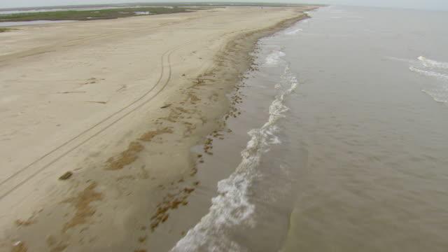 vídeos y material grabado en eventos de stock de ms aerial shot of low over gulf coast / louisiana, united states - gulf coast states