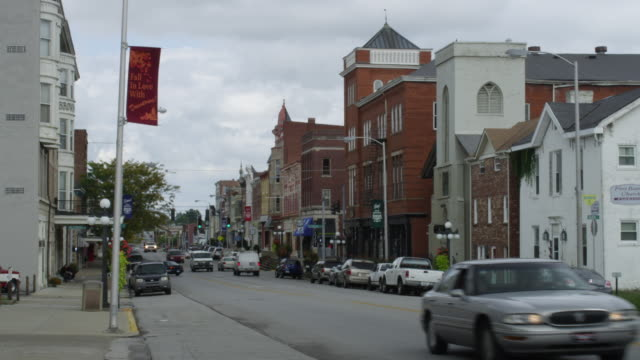 ms shot of main street in small town / winchester, kentucky, united states - kentucky stock videos & royalty-free footage