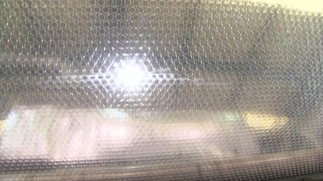 vidéos et rushes de cu shot of making bubble wrap in factory / seoul, seoul, south korea - conditionnement