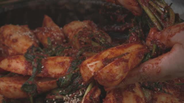 vídeos y material grabado en eventos de stock de shot of making chonggak kimchi(young radish kimchi) - comida coreana