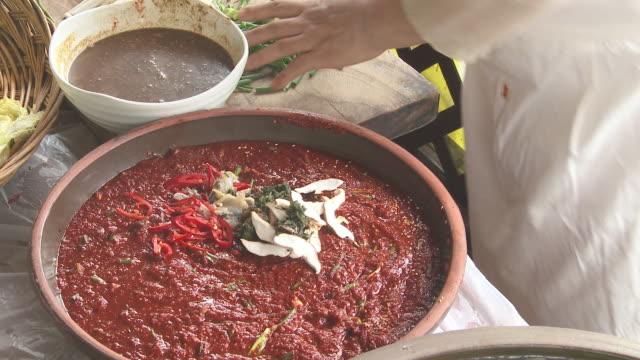 vídeos y material grabado en eventos de stock de shot of making kimchee seasoning - utensilio para cocinar