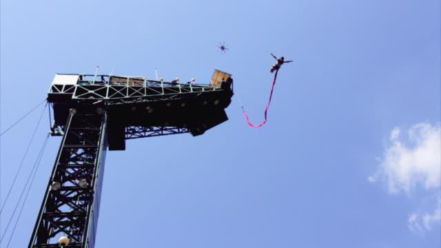 vídeos y material grabado en eventos de stock de ms slo mo shot of man bungee jumping at namyangju / gyeonggi=do, south korea  - puenting