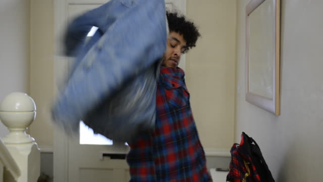 vidéos et rushes de ms shot of man picking up bag and going out the door / london, greater london, united kingdom - veste et blouson