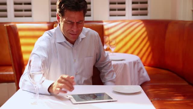 MS TU Shot of man using his ipad at restaurant / Santa Fe, New Mexico, United States