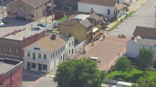 ms aerial shot of mark twains boyhood home and jm clemens law office on hill street / hannibal, missouri, united states - mark twain stock videos & royalty-free footage