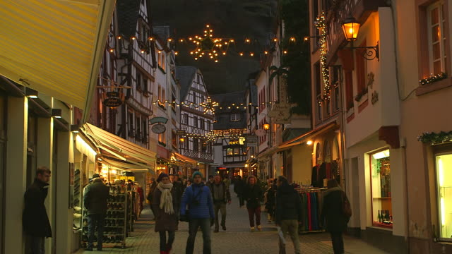 MS Shot of Market area at Bernkastel Kues, Moselle Valley at christmas time / Bernkastel Kues, Rhineland Palatinate, Germany