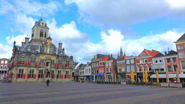 ws shot of market square with city hall / delft, south holland, netherlands - regierungsgebäude stock-videos und b-roll-filmmaterial