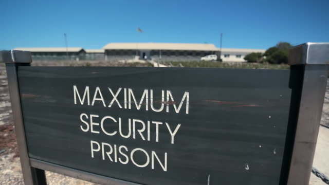 stockvideo's en b-roll-footage met cu shot of 'maximum security prison' sign on robben island / cape town, western cape, south africa - bord bericht
