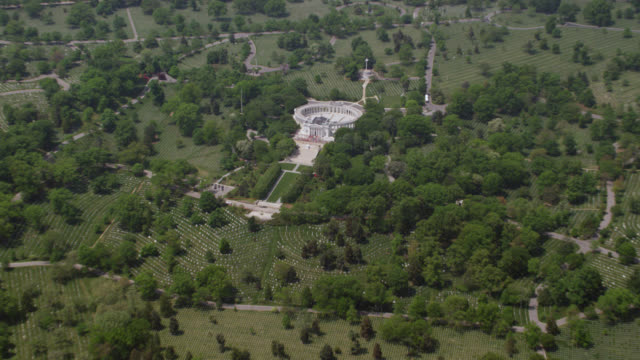 'WS ZO AERIAL Shot of Memorial Amphi alter / Washington DC, United States'