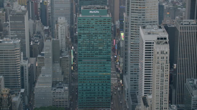 "stockvideo's en b-roll-footage met ""ws tu zi aerial shot of metlife tower /  new york city, united states"" - metlife building"