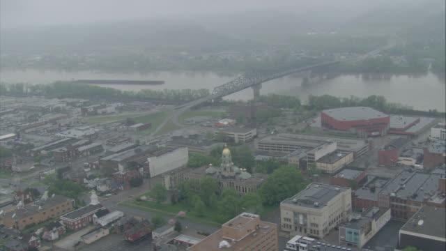 vídeos y material grabado en eventos de stock de ws aerial pov  shot of midwest city / unspecified - río ohio
