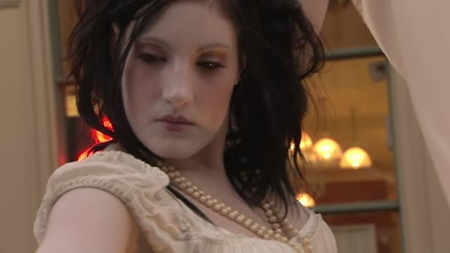 ecu zo td tu shot of mime artist wearing dress performing at busker fest / toronto, ontario, canada - mime artist stock videos & royalty-free footage