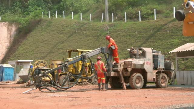 ws pan shot of miners working at mine / serra pelada, para, brazil - miner stock videos and b-roll footage