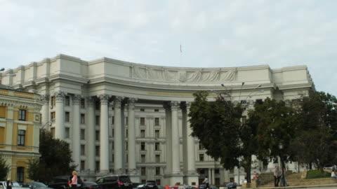 vídeos de stock, filmes e b-roll de ws  shot of ministry of foreign affairs building / kiev, ukraine - ucrânia