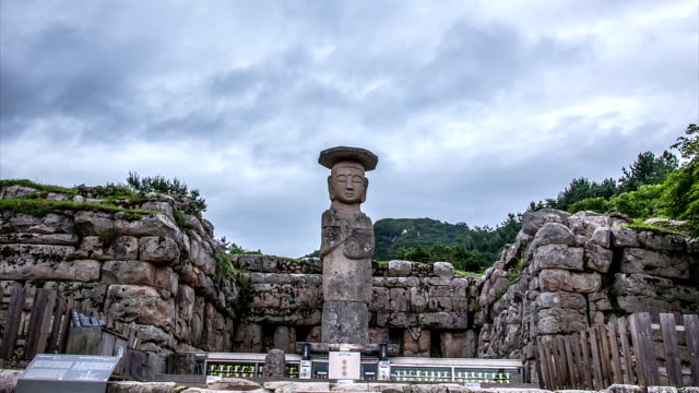 Shot of Mireukliseokjoyeolaipsang(Standing Stone Statue, Korea Treasure 96) in Mireukdaewonji(Korea Historic Place 197)