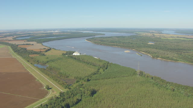 MS AERIAL Shot of Mississippi River and surrounding farmland en route southeast of Portageville in Pemiscot County / Missouri, United States