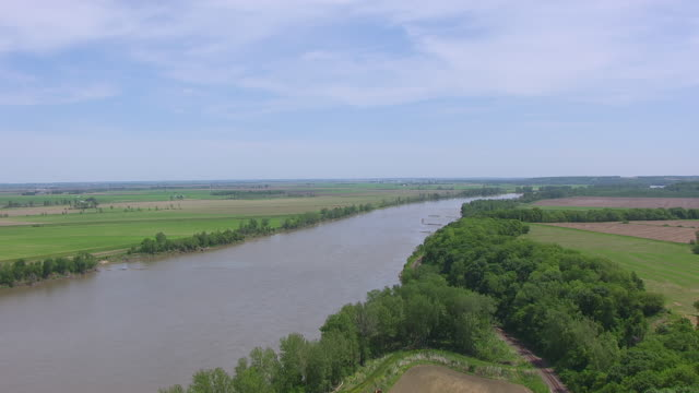 WS AERIAL Shot of Missouri River heading east in Lafayette County / Missouri, United States